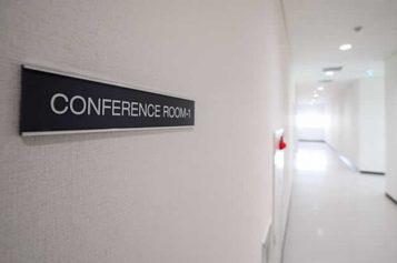 Conference Room Slider Signs: Tips to Choose Online Service Provider