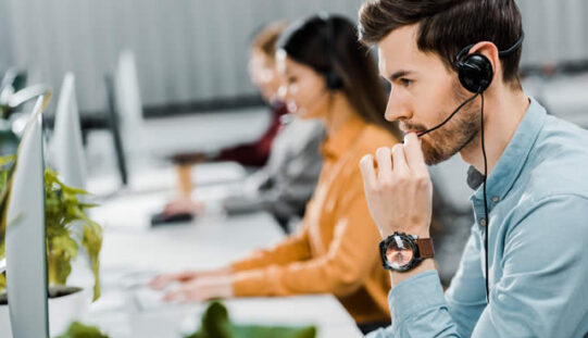 5 Advantages Of Keeping In Contact With Your Customers